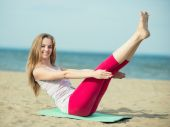 Young lady practicing yoga — Foto de Stock