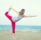 Young lady practicing yoga. — Stock Photo