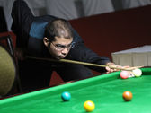 Bangkok, Thailand - SEP 2:Ehsan Hydarinezhad of Iran participates in a Sangsom Six-red World Championship 2014 at Montien Riverside Hotel on September 2, 2014 in Bangkok, Thailand. — Stock Photo