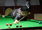 Bangkok, tailandia - sep 2:liang wenbo cinese partecipa a un campionato del mondo di sei-rosso sangsom 2014 al montien riverside hotel su 2 settembre 2014 a bangkok, thailandia. — Foto Stock