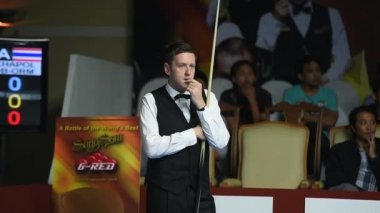 Bangkok, Thailand - SEP 2:Ricky Walden of England participates in a Sangsom Six-red World Championship 2014 at Montien Riverside Hotel on September 2, 2014 in Bangkok, Thailand. — Stock Video