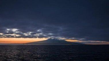 Dawn s sopka pico vpředu — Stock video