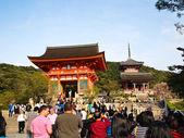 Kiyomizu temple with travelers , Kyoto ,Japan — Stock Photo
