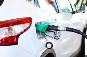 Refilling the car with fuel in gas station — Stock Photo