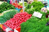 Market table with fresh vegetables from farmers — Stock Photo