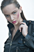 Fashion girl with pink lips posing in black leather jacket — Stock Photo