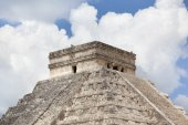 Ancient Maya pyramid — Stock Photo
