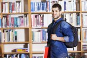 Smiling male student at the library — Stock fotografie