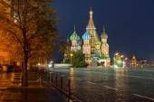 Night view of Red Square and Saint Basil s Cathedral in Moscow — Stock Photo