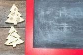Vintage wooden blackboard blank and wooden Christmas tree toys — Stock fotografie