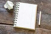 Paper ball and pen over blank white sheet — Stockfoto