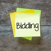 """bidding"" text on sticky note — Stock Photo"