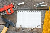 Caderno e ferramentas de construção — Fotografia Stock