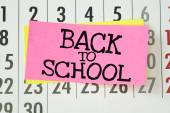 A reminder to go Back To School written on sticky paper note — Stok fotoğraf