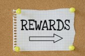 The word Rewards with an arrow pointing — Stock Photo