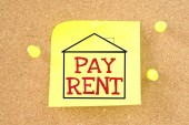 Sticky note with a message - pay the rent. — Stock Photo