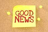 Text good news written by hand font on colored sticky note — Stock Photo