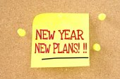 New Year -New plans - handwriting on a sticky note — Stock Photo