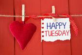 Heureux mardi sur papier instantanée et petit coeur rouge — Photo