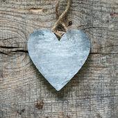Hjärtat på en trä bakgrund — Stockfoto