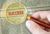 Sukces programu word z lupą — Zdjęcie stockowe