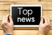 Tablet pc with top news — Stock Photo