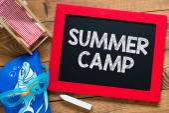 Summer camp text on blackboard — Stock Photo