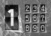 Numbers clock flip Scoreboard Illustration on Cement wall Backgr — Foto Stock