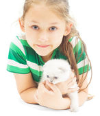 Little girl and kitten on a white background isolated — Zdjęcie stockowe
