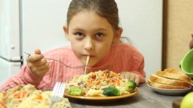 Girl eating pasta — Stock Video
