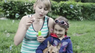 Mother and daughter blowing bubbles — Stock Video