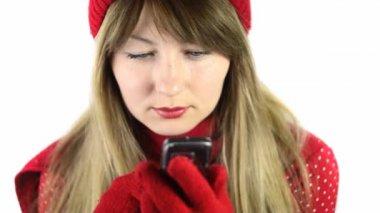 Mooie vrouw te typen sms — Stockvideo