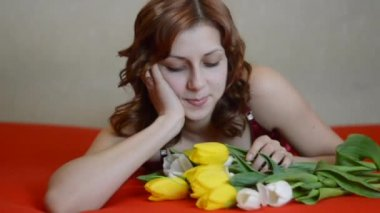 Woman with flowers bouquet — Stock Video
