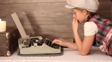 Little girl typing on a typewriter — Stock Video