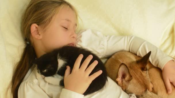 Спящая девчонка видео фото 82-58