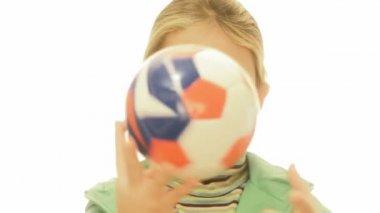 Ragazza con il pallone da calcio — Video Stock
