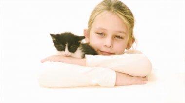 Girl lying with  kitten — Vidéo