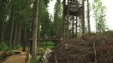 Military observation tower for in the forest — Stock Video