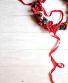 Guirlande de noël poinsettia rouge avec ruban — Photo