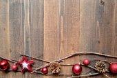 Vermelho bolas de enfeite de natal com estrela — Fotografia Stock