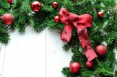 Red Christmas ornament balls with star on fir leaves.frame — Stock Photo