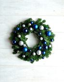 Blue and silver ornament balls Christmas wreath — Стоковое фото