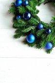 Blue ornament balls Christmas wreath — Foto Stock