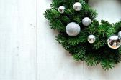 Silver ornament balls Christmas wreath — Stock Photo