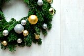 Gold and silver ornament balls Christmas wreath — Стоковое фото