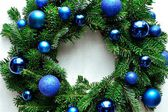 Blue ornament balls Christmas wreath — Стоковое фото