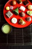 Japanese cake with green tea — Stock Photo
