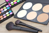 Makeup brushes make-up eye shadows — Stock Photo