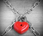 Heart lock chain black and white photo red vintage retro — Stock Photo