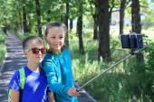 Couple taking selfie photo  with smart phone children boy girl friendship — Stock Photo